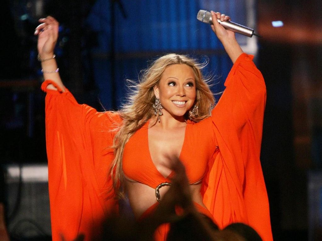 Foto: Mariah Carey Akan Konser di Borobudur, Lihat Lagi Gaya Seksinya