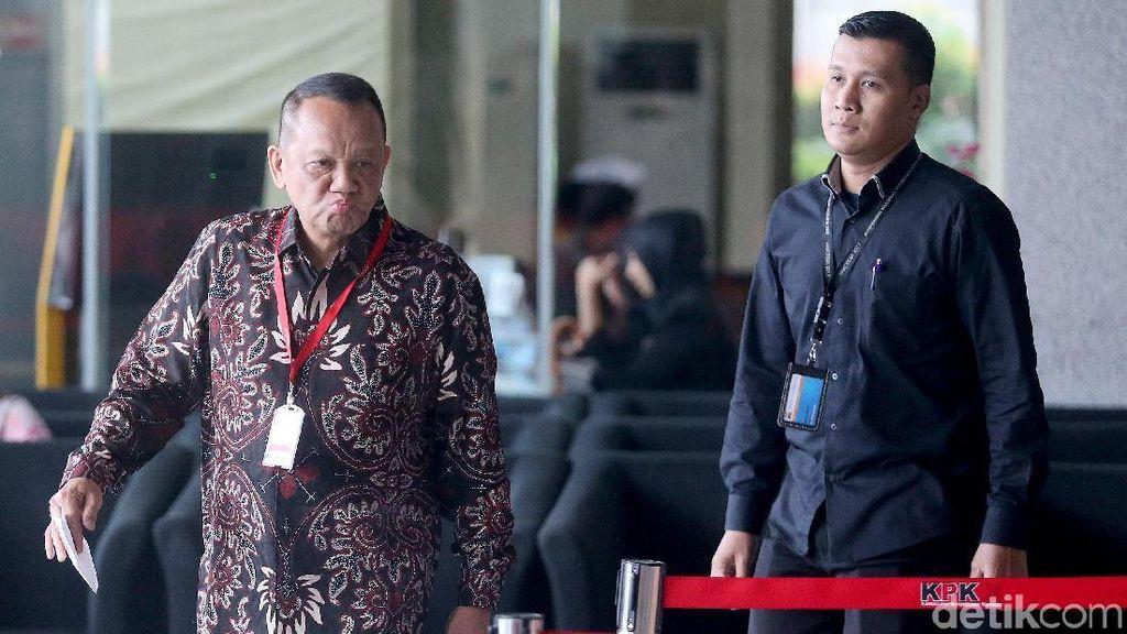 Ekspresi Eks Sekretaris MA Saat Penuhi Panggilan KPK