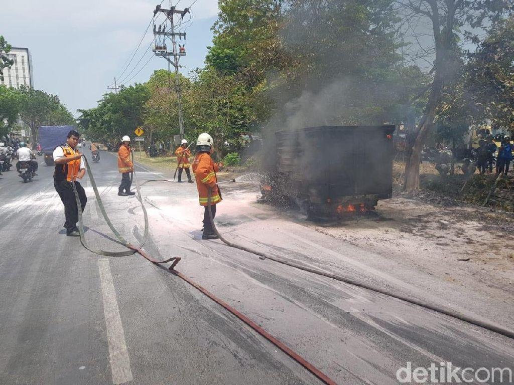 Mobil Boks Terbakar di Depan SPBU, Ini Penyebabnya