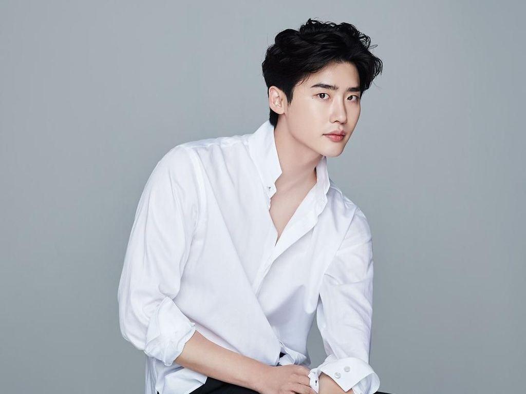 Lee Jong Suk Rayakan 10 Tahun Debut Sebagai Aktor