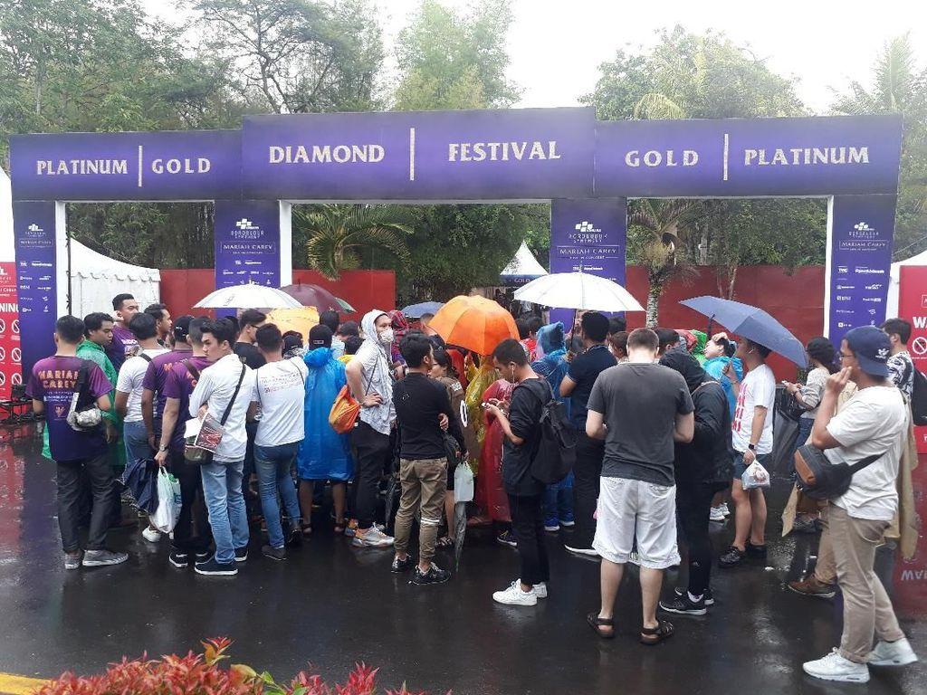 Jelang Konser Mariah Carey, Borobudur Diguyur Hujan
