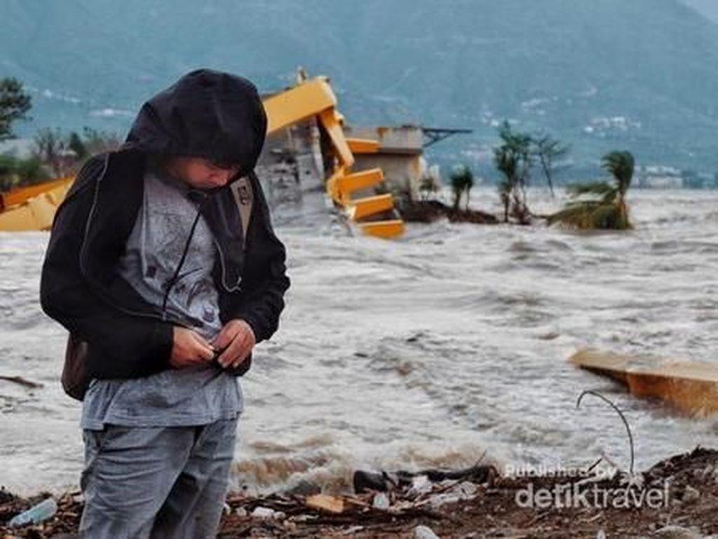 Melihat Reruntuhan Jembatan Kuning Palu dari Sisi Wisatawan