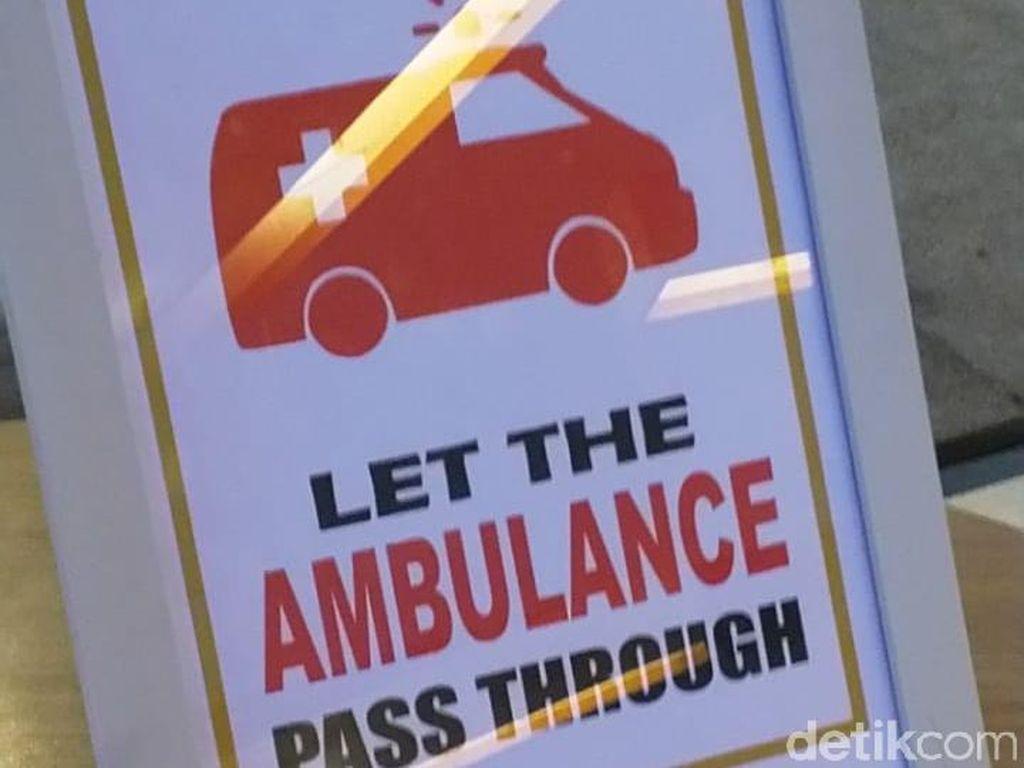 Biarkan Ambulans Lewat Duluan