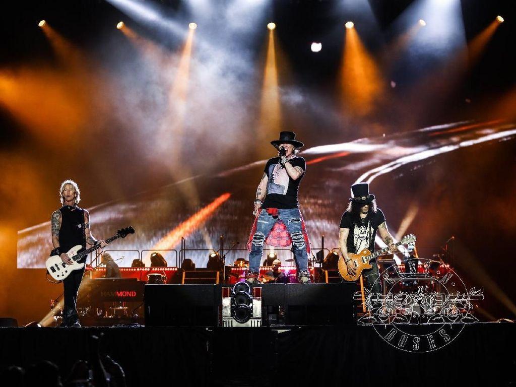 Jokowi Bakal Tonton Konser Guns N Roses di GBK?
