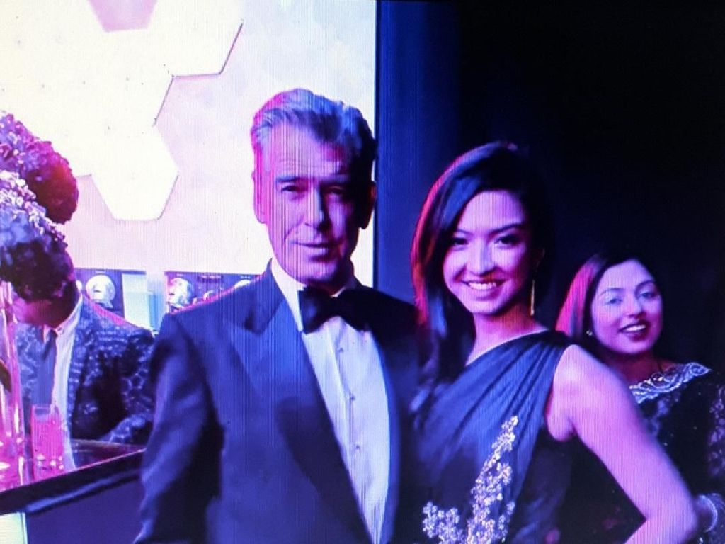 Raline Shah Foto Bareng Pierce Brosnan, Netizen: The Next Bond Girl?