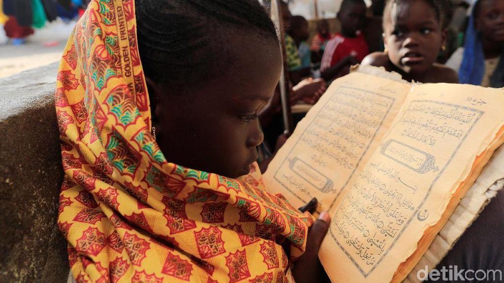 Menyibak Keterbatasan Anak-anak Senegal Membaca Alquran