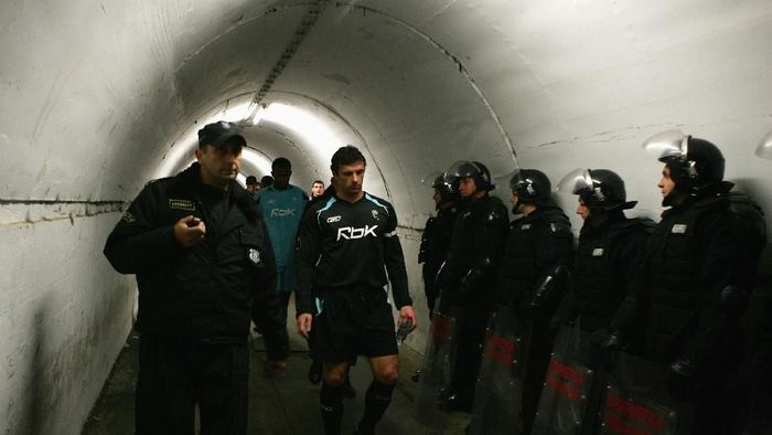 Lorong pemain di Red Star Stadium (Michael Steele/Getty Images)