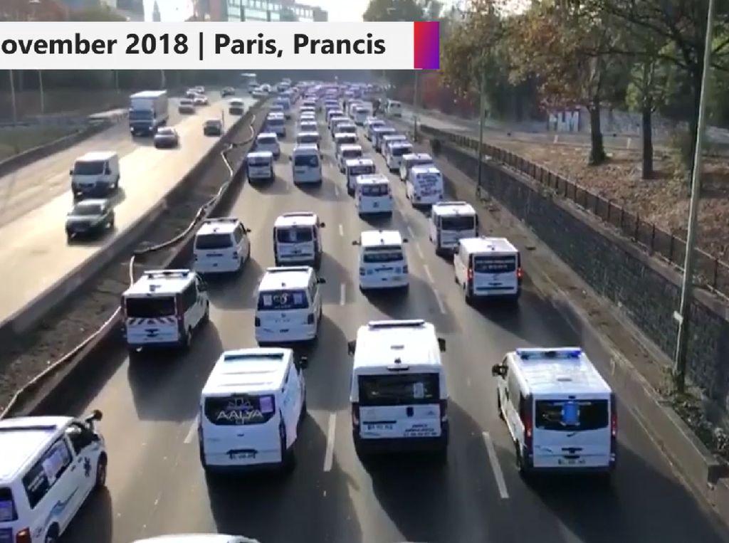 Ratusan Ambulans Blokade Jalan di Paris