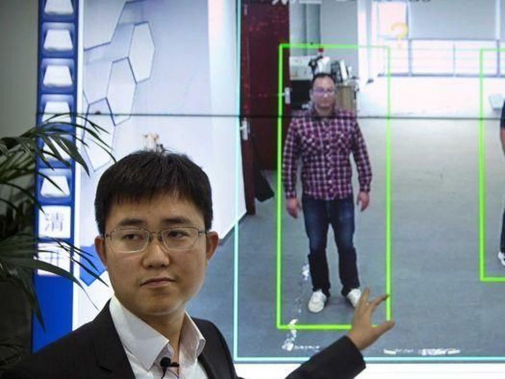 Beijing Berlakukan Sistem Pengawasan Berbasis Pengenalan Gaya Berjalan