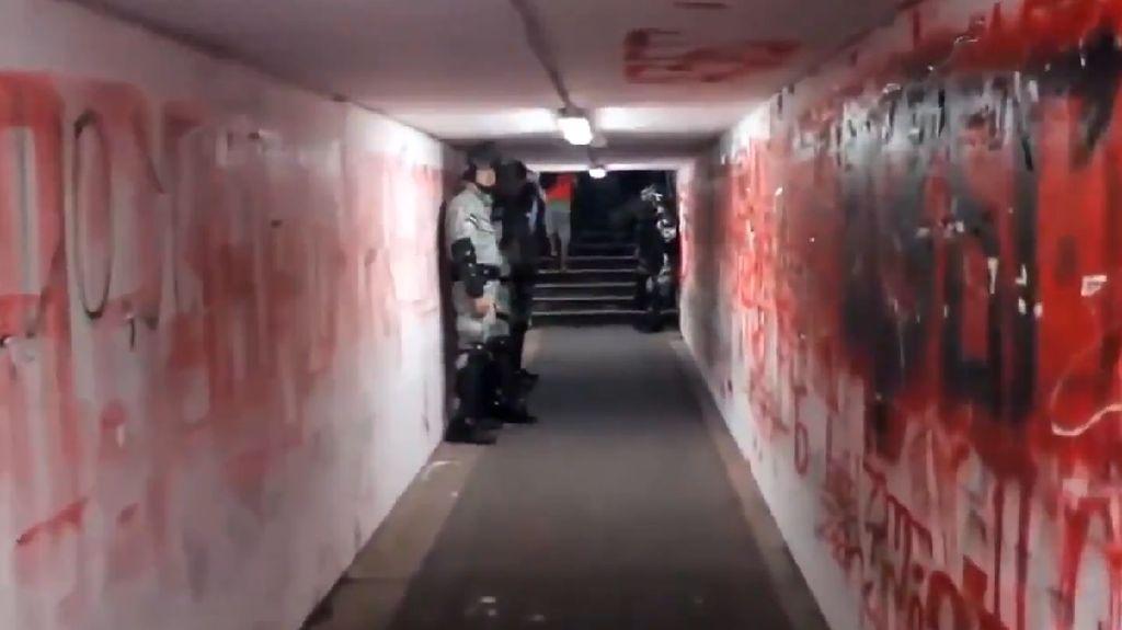 Video Lorong Neraka Red Star Stadium yang Dilewati Liverpool