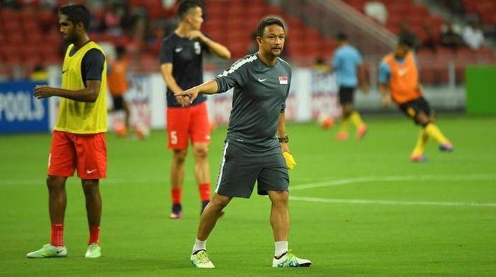 Pelatih Timnas Singapura, Fandi Ahmad, membawa dua anaknya ke dalam tim. (Foto: Twitter @SGfootball)