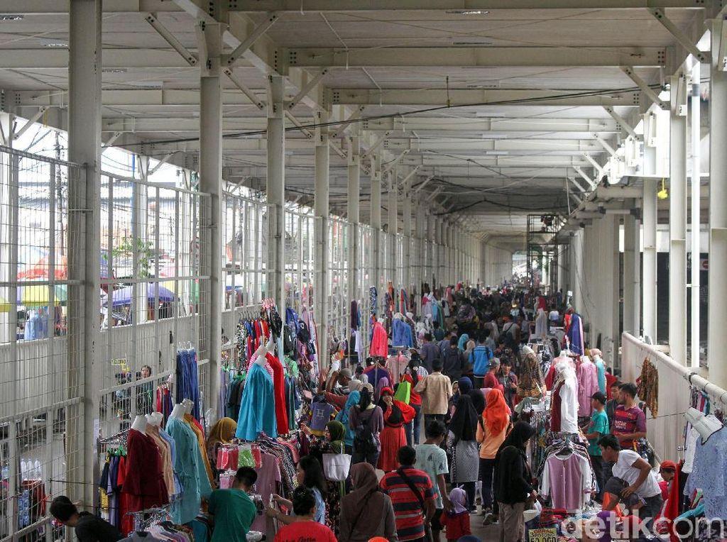 Pemprov DKI Evaluasi Penempatan PKL di Skybridge Tanah Abang