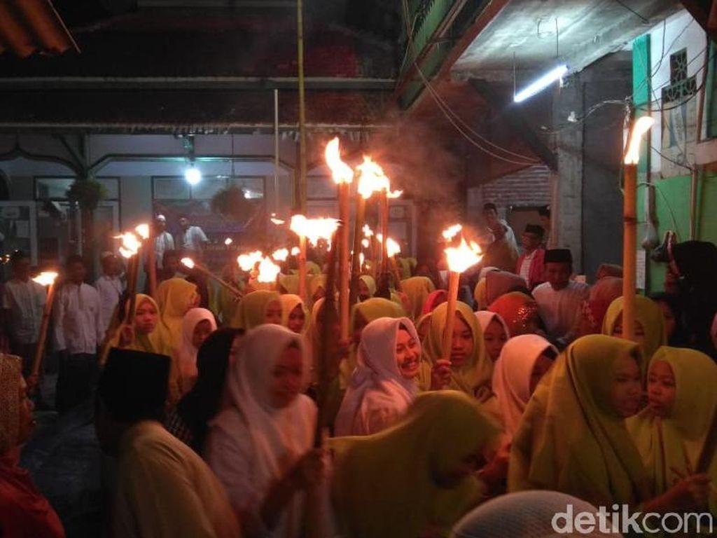 Ribuan Santri Membaur dengan Warga Probolinggo di Rabo Bungkasan