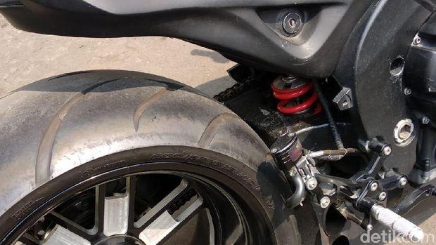 Munaroh, Yamaha R1 Modifikasi