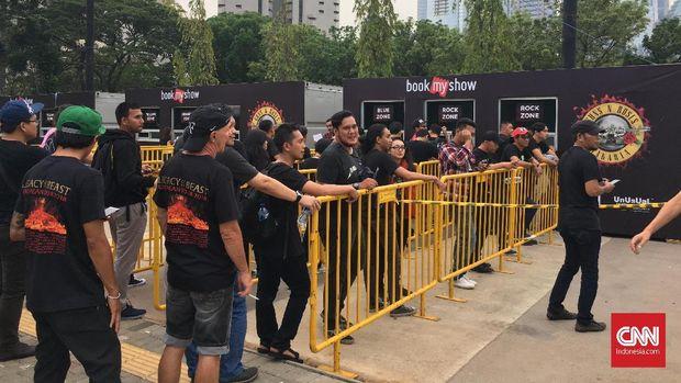 Satu hal yang menarik bahwa jalur masuk lokasi konser ditata rapi dan memudahkan penonton.