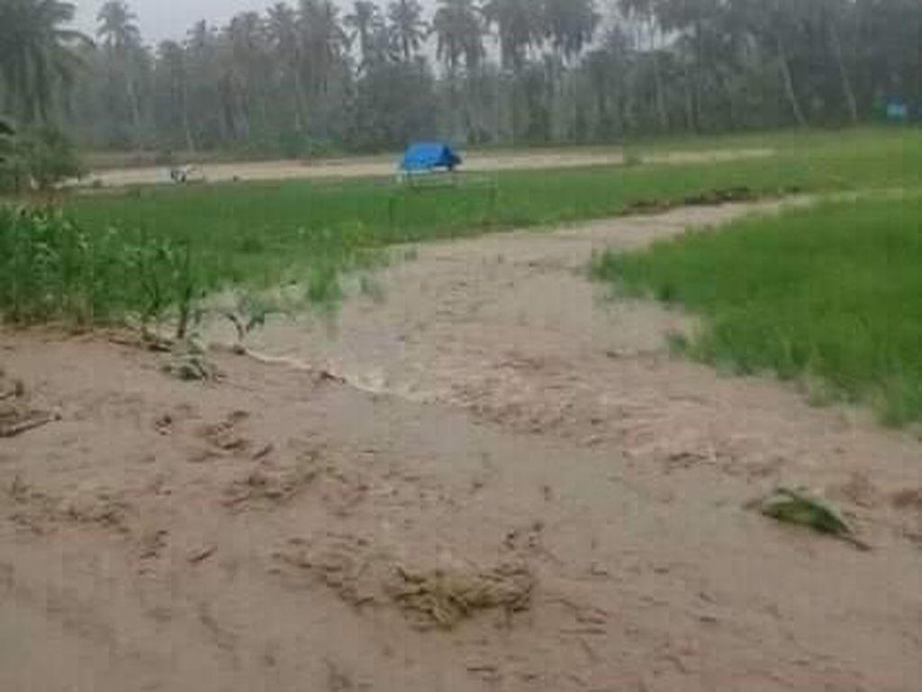 Foto: Banjir-Longsor Terjang Mandailing Natal