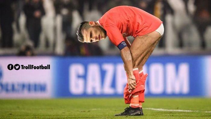 Di laga itu, gawang David De Gea dibobol Cristiano Ronaldo dengan sepakan voli. Kiper Spanyol itu pun langsung kena ejek di medsos. (Foto: Twitter @TrollFootball)