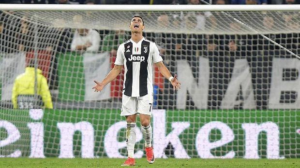 Cristiano Ronaldo masih dipercaya sebagai pemain inti meski sudah uzur.