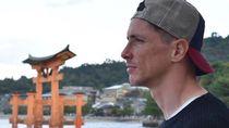 Fernando Torres dan Kuil Terapung Cantik di Jepang