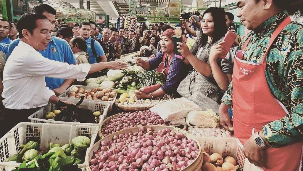 10 Gaya Blusukan Presiden Jokowi ke Pasar di Bogor hingga Yogyakarta