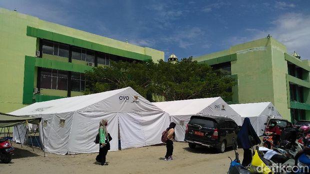 Tenda darurat untuk perkuliahan di IAIN Palu