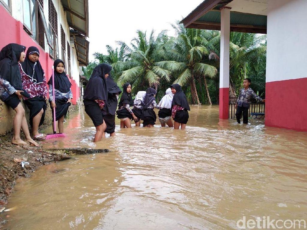 Sumbar Kembali Dilanda Banjir, Sebagian Warga Mengungsi