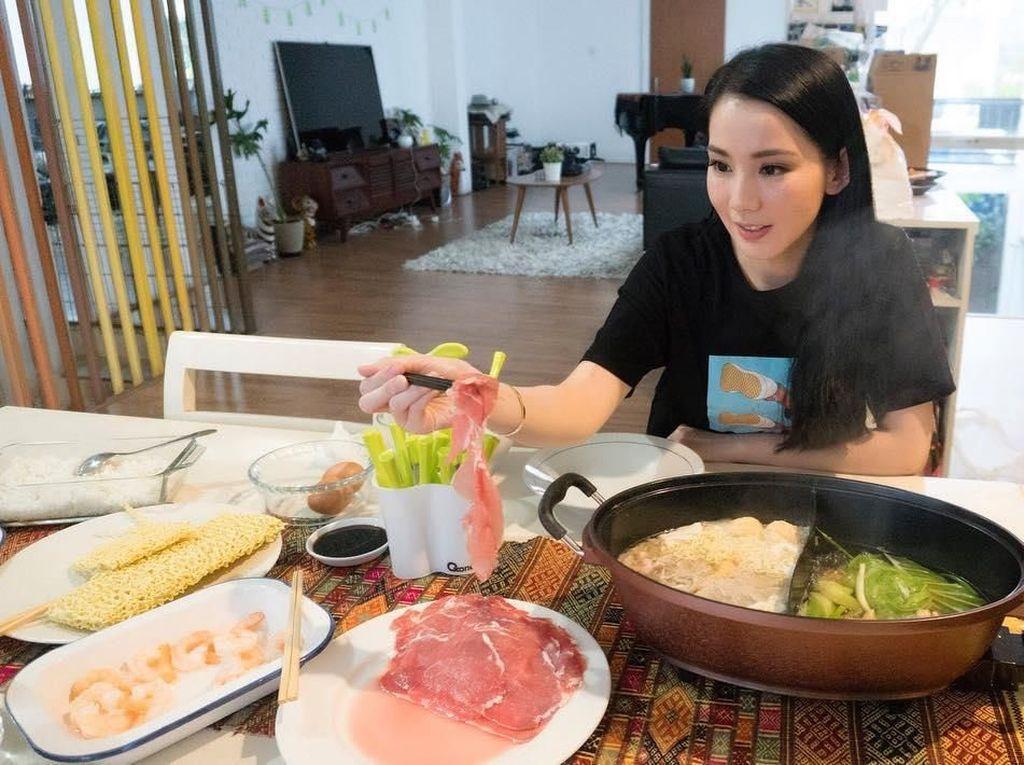Yuk, Intip 10 Keseruan Jill Gladys Saat Cicip Makanan Favorit!