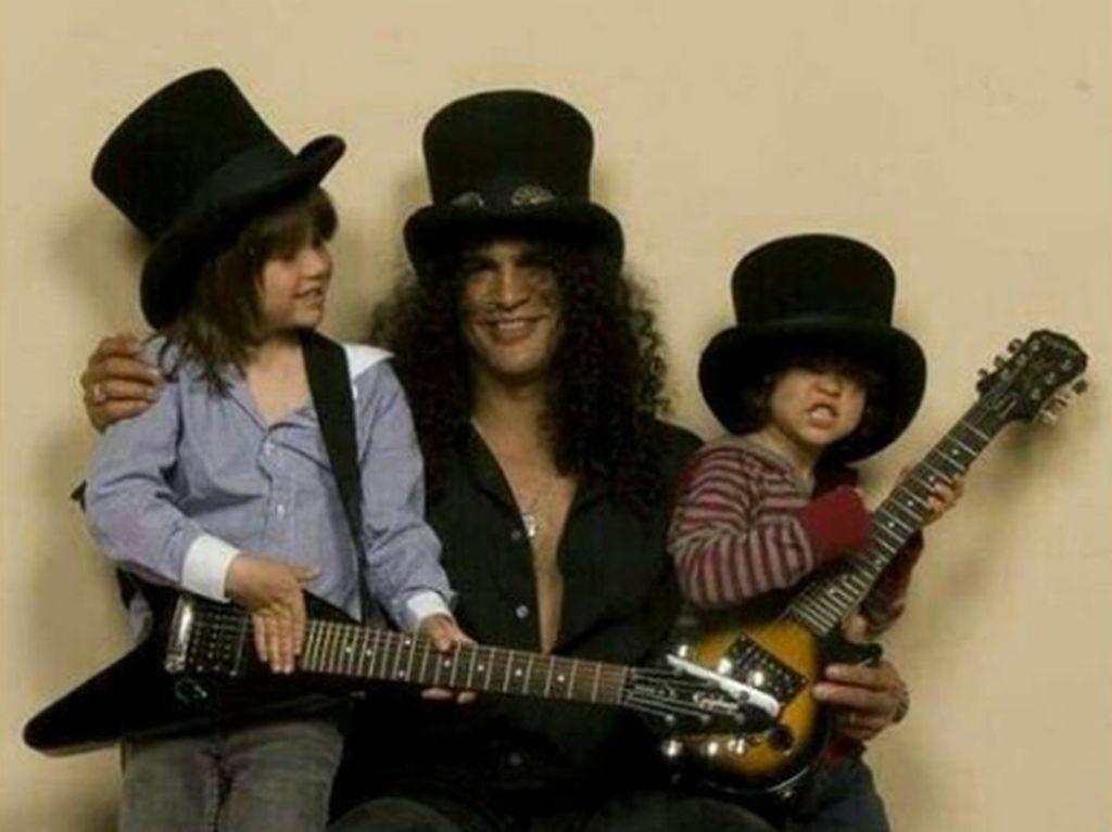 7 Foto Masa Kecil London dan Cash, Anak-anak Slash Guns N Roses