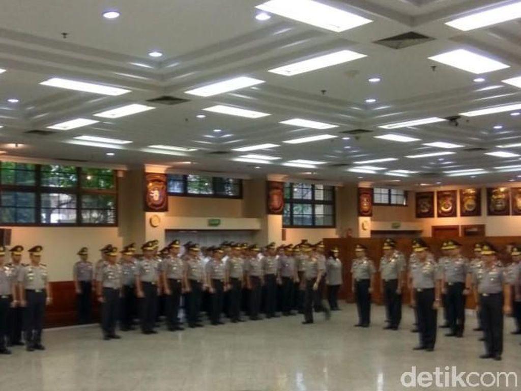 Kapolri Naikkan Pangkat 20 Perwira Termasuk Dirdik KPK