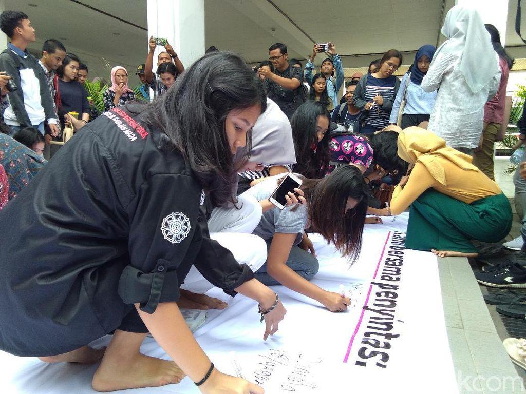 Ada Aksi UGM Darurat Kekerasan Seksual di Kampus Fisipol