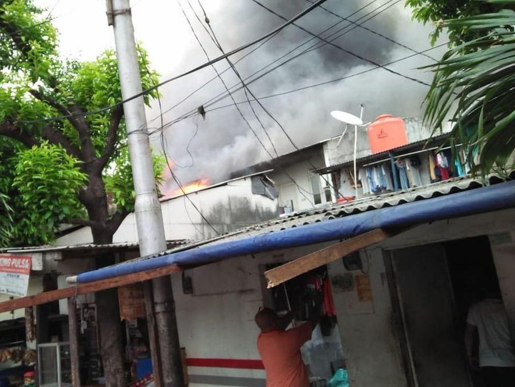 Rumah di Grogol Terbakar, 13 Mobil Damkar Dikerahkan