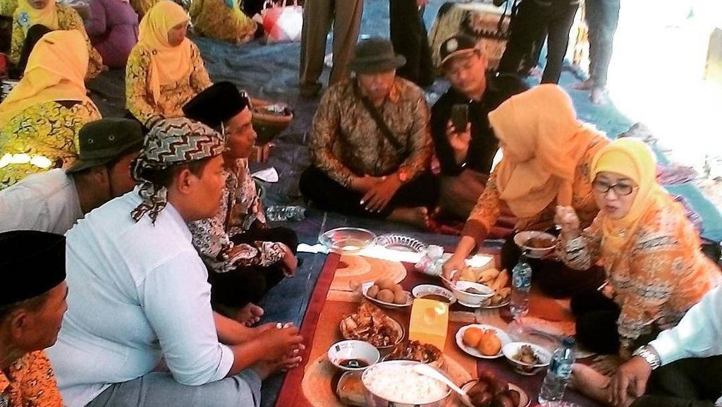 Intip Momen Bupati Indramayu, Anna Sophanah Saat Makan Bareng Warga