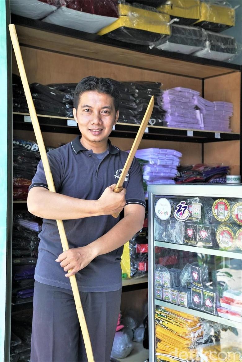 Bermodal Cekak, Arik Raup Ratusan Juta dari Bisnis Peralatan Silat