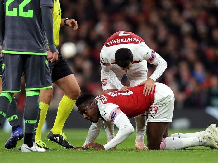 Welbeck mengalami cedera patah kaki saat Arsenal menjamu Sporting di Liga Europa. Cedera itu didapat Welbeck setelah dia mendarat dengan tidak sempurna menggunakan kakinya (Richard Heathcote/Getty Images)