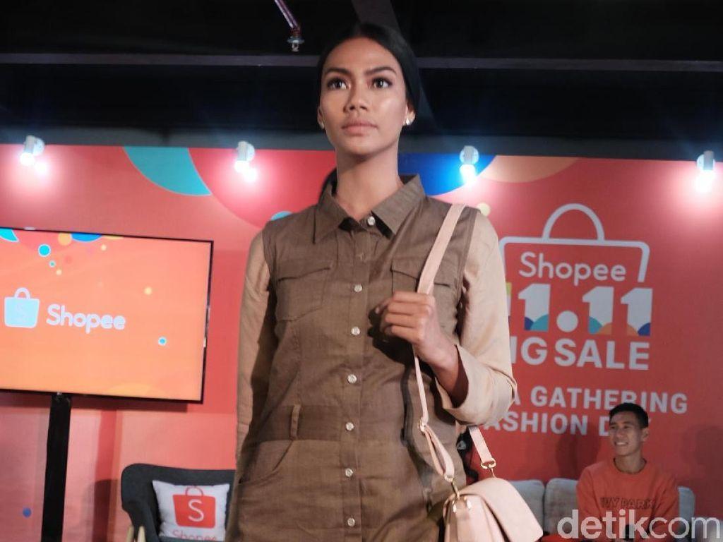 3 Fashion Item ini Paling Dicari Wanita Saat Belanja Online