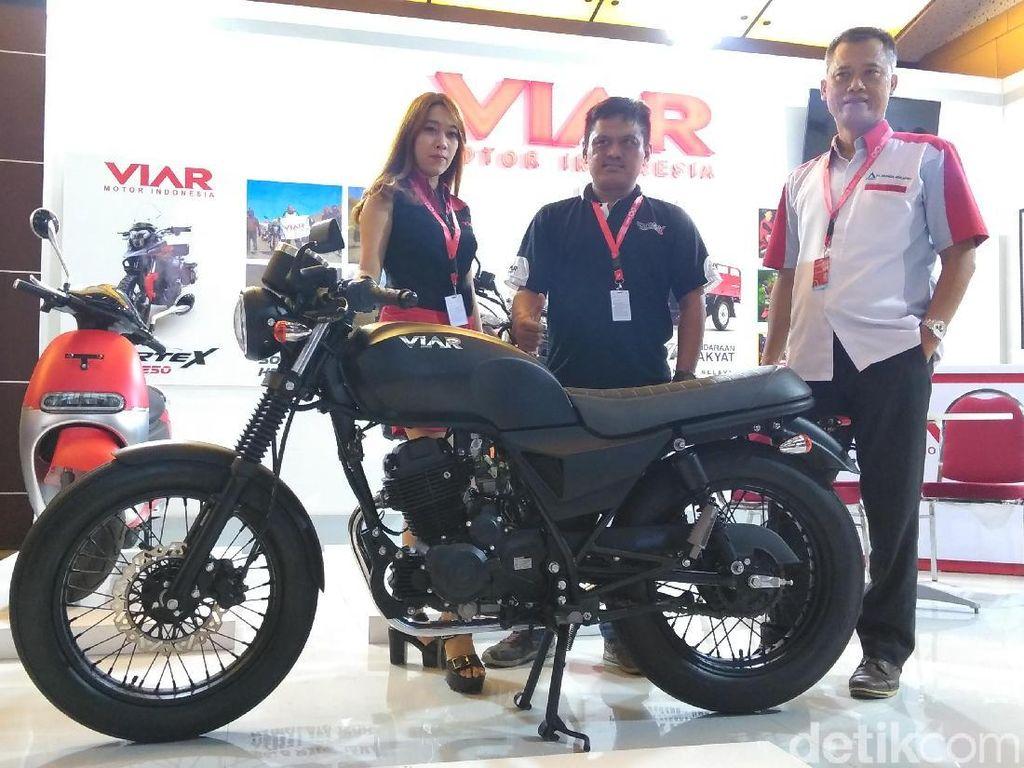 Viar Pamer Motor Klasik ke Masyarakat Surabaya
