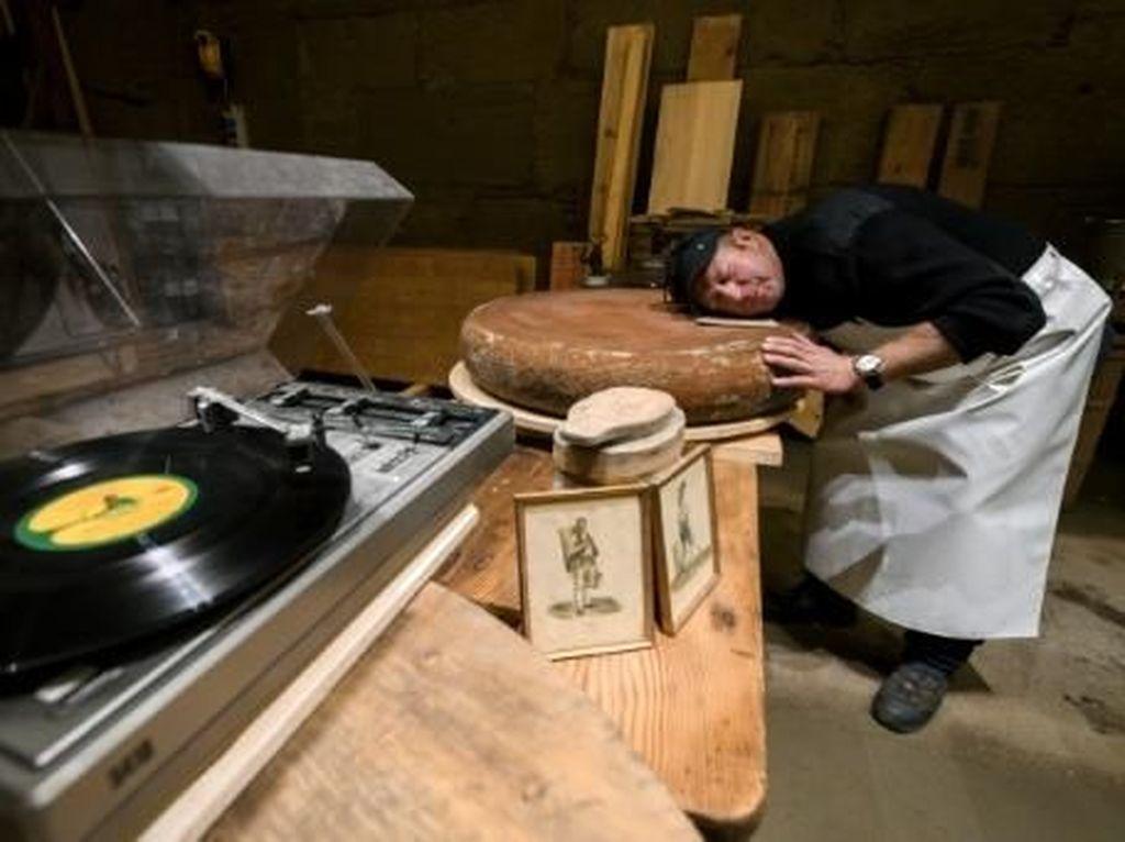 Percaya atau Tidak? Keju yang Dibuat Dengan Alunan Musik Rasanya Lebih Enak