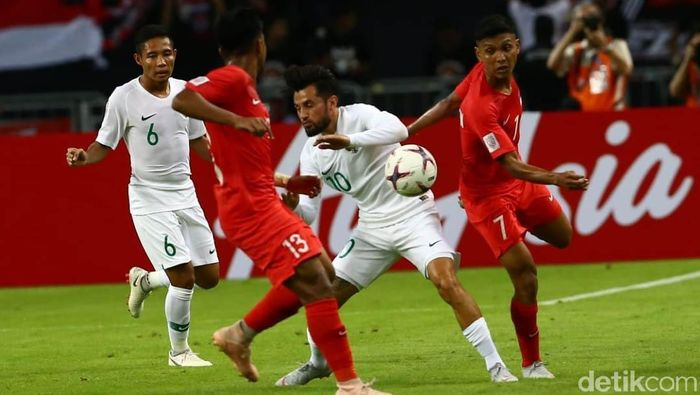 Timnas Indonesia mengawali turnamen Piala AFF 2018 dengan menghadapi Singapura di National Stadium, 9 November 2018. Di laga itu, tim Garuda langsung dipaksa bekerja keras sejak menit pertama. (Foto: Pradita Utama/detikSport)