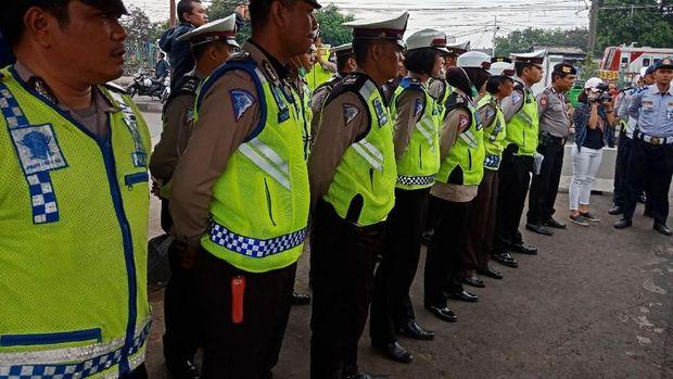 Operasi zebra di Pasar Minggu melibatkan 100 personel gabungan dari kepolisian, Dishub dan Satpol PP.