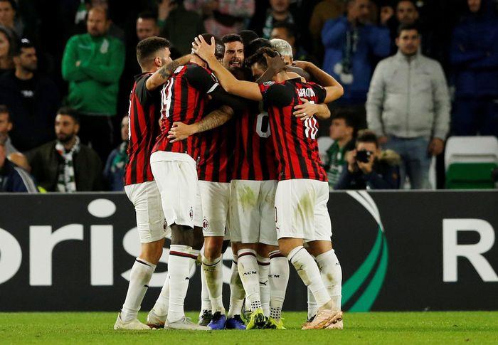 AC Milan gagal membawa pulang poin penuh dalam lawatannya ke markas Real Betis. REUTERS/Marcelo Del Pozo.