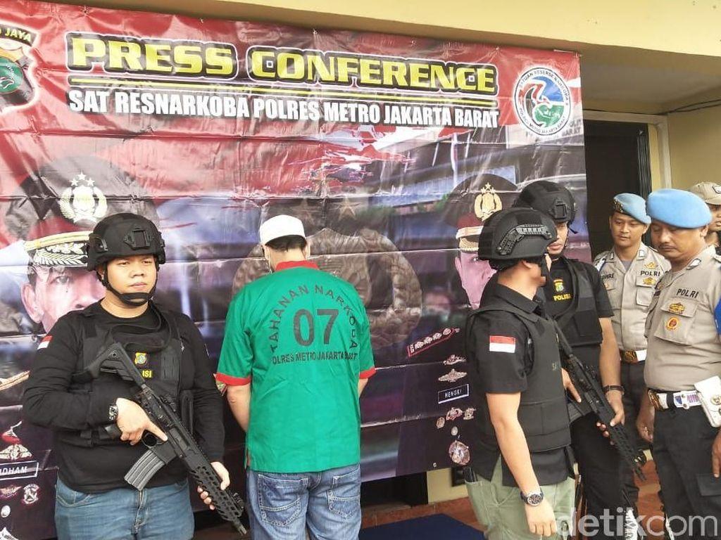 Polisi Buru Pemasok Ganja ke Claudio Martinez