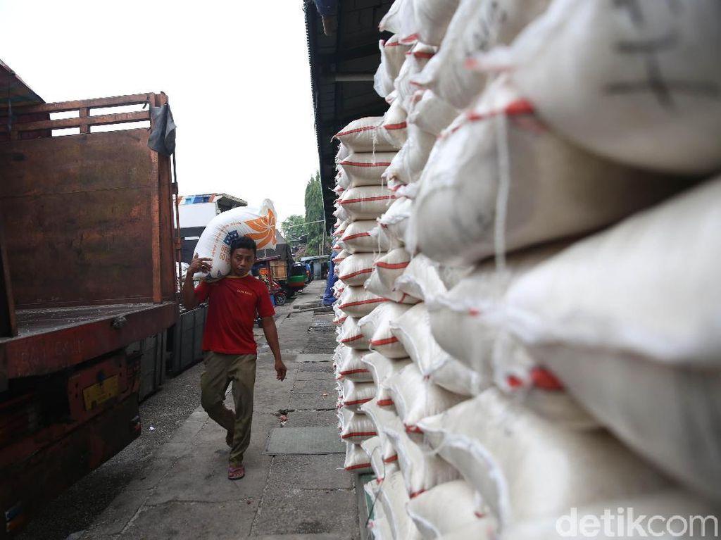 Pedagang Sebut Operasi Pasar Bikin Harga Beras Turun