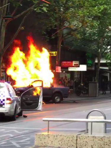 Mobil yang dibakar pelaku penikaman