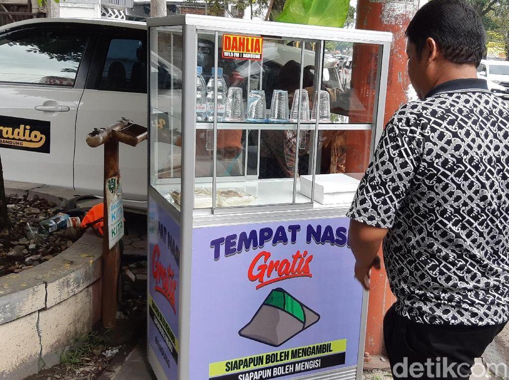 Berbagi Melalui Etalase Nasi Bungkus di Bandung