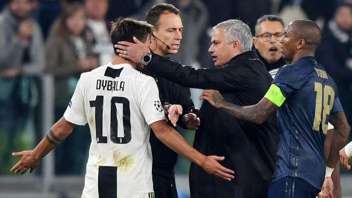 Paulo Dybala tidak menghina Jose Mourinho terkait selebrasi kemenangan kontroversial manajer Man United itu. (Foto: Shaun Botterill/Getty Images)