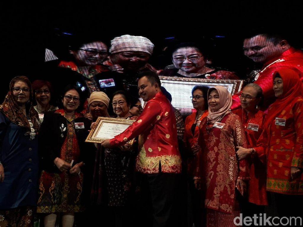 Megawati Terima Bhakti Teratai Putra Indonesia