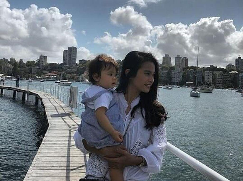 Acha Septriasa Enjoy Jadi Ibu Rumah Tangga Selama di Sydney