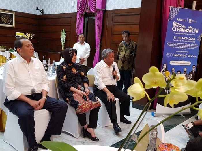(ki-ka): Founder dan Chairman CT Corp Chairul Tanjung, Wali Kota Surabaya Tri Rismaharini dan Mantan Mendikbud M. Nuh (Foto: Sinta Permatasari)