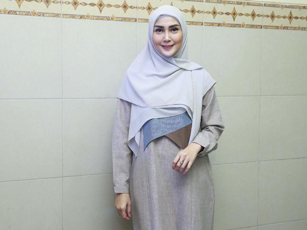 Bikin Acara untuk Muslimah, Fenita Arie: Bisa Tanya Hal Sensitif