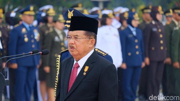 JK Jadi Inspektur Upacara Hari Pahlawan di TMP Kalibata
